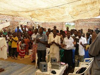 6-Christians worshipping at Gamasara church