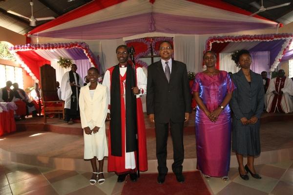 L to R Mbayo Akiri, Mwita, President Kikwete, Mrs Mukami Akiri, Mugure Akiri