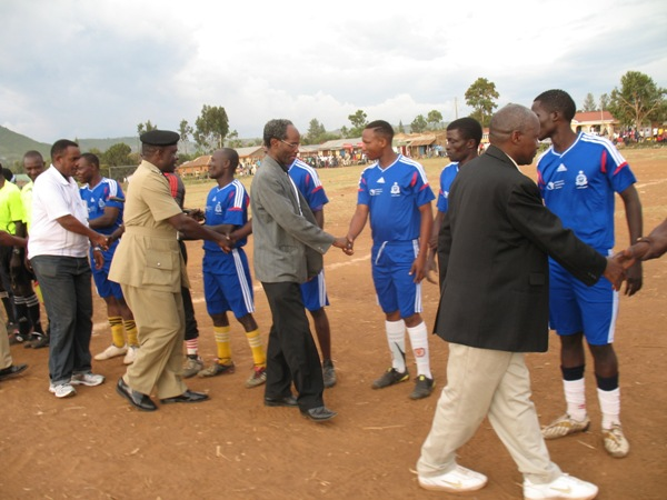 Mr Kabohola (in black jacket), greetings the players of Mafundi FC & Shirati before the inaugural match on 27 August.